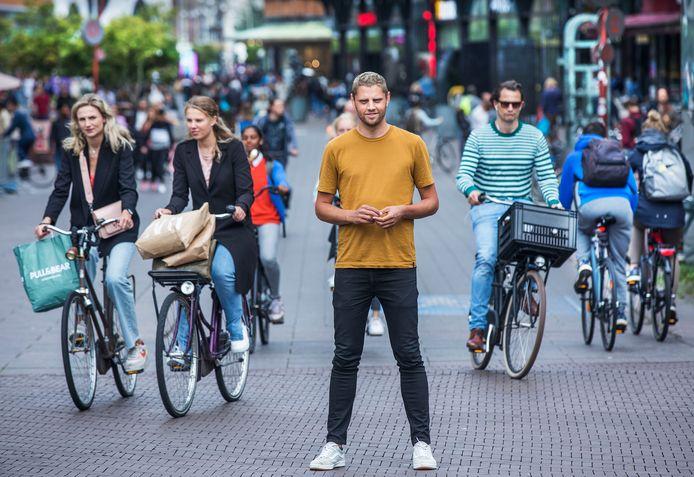 Niels Dekker start een petitie om een fietspad in de Grote Marktstraat te krijgen.