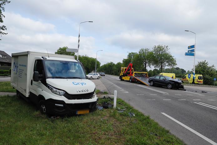 Twee automobilisten raakten gewond bij het ongeval op het Maasveld in Gassel.