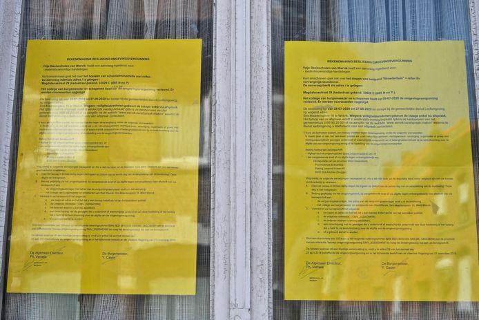 De bekendmakingen van de beslissingen zijn geafficheerd aan het gewezen huis van de Broeders Maristen in de Magdalenastraat.