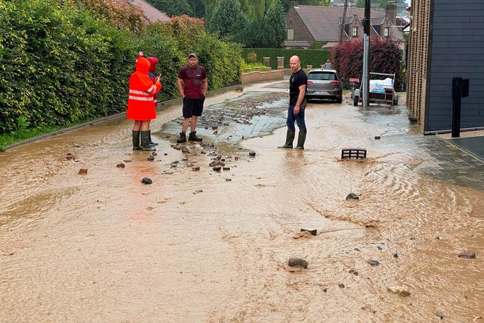 Voor het derde weekend op rij stroomde een modderstroom door de straat Griet in Aaigem.