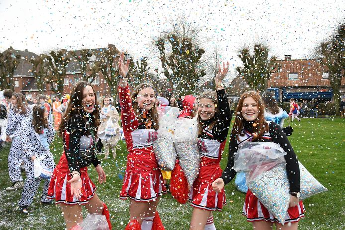 Er zal niet met confetti gegooid worden op het Hulstplein vrijdag, zoals op deze foto uit januari 2020