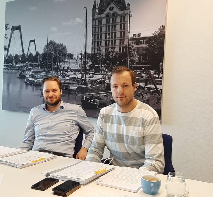PvdA-raadslid Dennis Tak (links) is door Marcan Vastgoed persoonlijk gedagvaard na een tweet waarin Tak deze Rotterdamse verhuurder 'de grootste boevenclub van @rotterdam' noemt. Het kort geding werd in verband met de coronacrisis niet op de rechtbank gehouden maar met een 'inbelsessie' tussen de advocaten en de voorzieningenrechter.