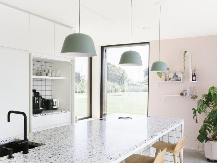 """""""Ons interieur is vooral strak en modern, maar voelt toch warm aan door de materialen en kleuren die we gebruiken."""""""