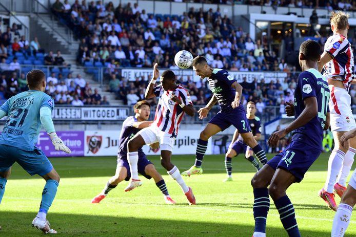 Eran Zahavi maakte zijn eigen doelpunt nog goed door na een halfuur 1-1 te maken.