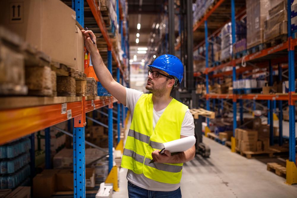 Foto ter illustratie. Logistiek medewerker is ook in coronatijd een relatief kansrijk beroep, meldt het UWV.