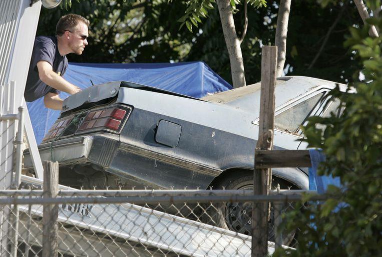 De FBI onderzoekt de auto van de Garrido's.