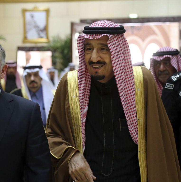 Koning Salman van Saoedi-Arabië volgt de traditie die volgens experts onhoudbaar wordt. Beeld AP