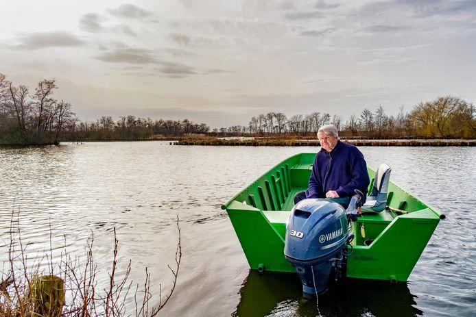 Jaap Wansinck, rietsnijder, beroepsvisser en boa woont aan de Nieuwkoopse Plassen.