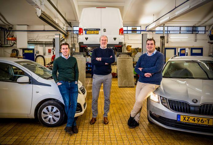 """Het familiebedrijf Van 't Hart Autoverhuur. Eigenaar Robert, geflankeerd door zijn zoons Koen (links) en Tim: ,,Mijn vader is in Kralingen begonnen als melkboer."""""""