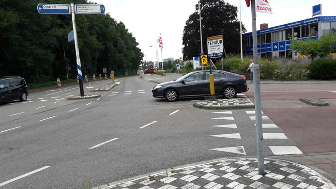 Op de kruising bij 't Rijks in Bergen op Zoom komen de Halsterseweg, Boerenverdriet, Burgemeester Stulemeijerlaan en Noord- en Zuidzijde Zoom samen.