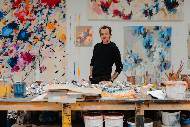 Arne Quinze: 'Ik gebruik geen ellende om kunst te maken. Ik heb veel geïncasseerd, maar ik ben een blije mens. En dat zie je in mijn werk.'  Beeld Damon De Backer