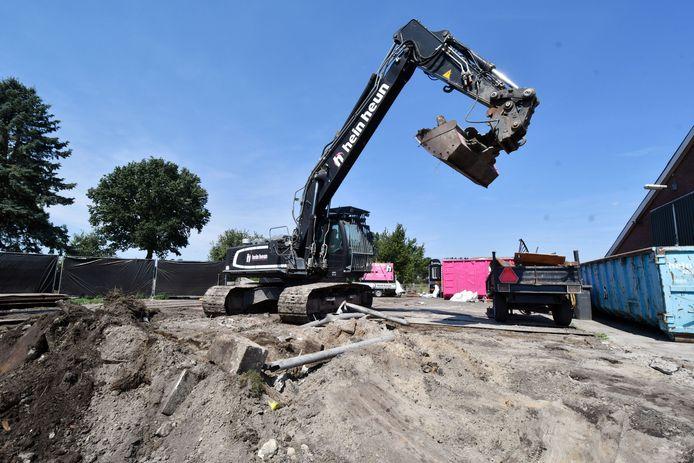 Hein Heun ruimt puin in de zomer van 2018 en die rekening dient betaald te worden, vindt de gemeente Twenterand.