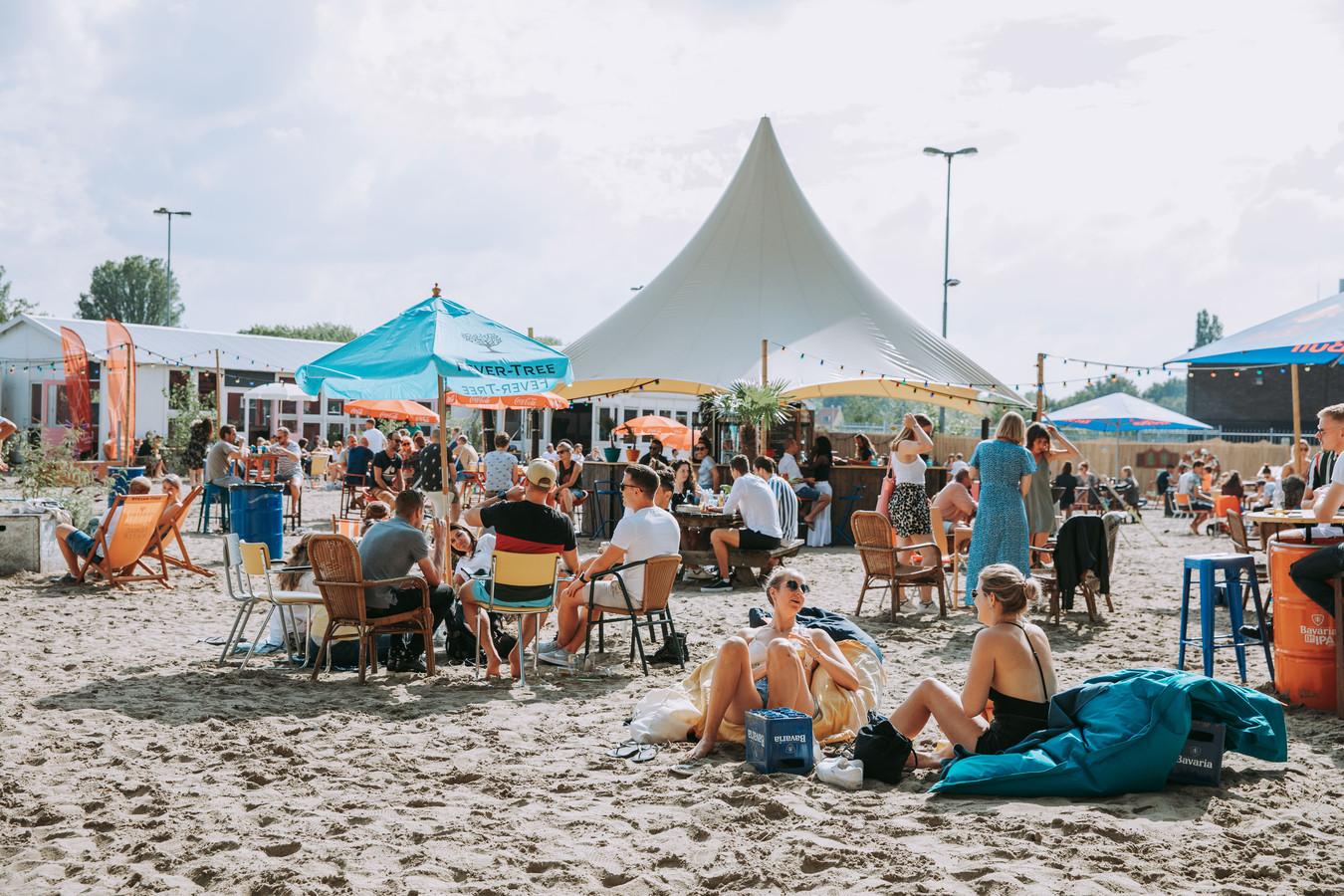 Stadsstrand Beachy op het Smariusterrein in Tilburg