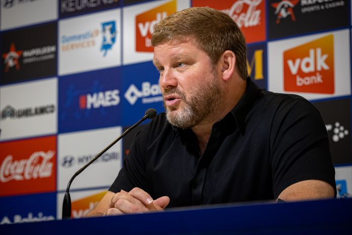 Hein Vanhaezebrouck op de persconferentie.