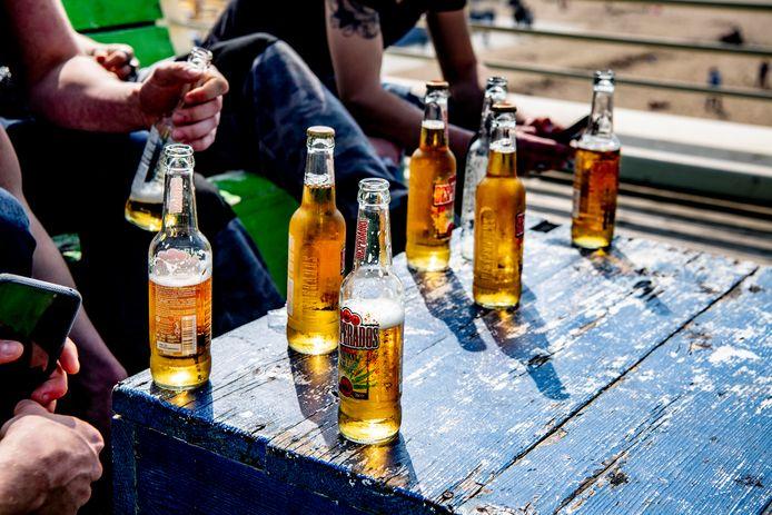 Bij de controle onlangs in Waalwijk kregen minderjarigen bij vier van de zeven sportverenigingen alcohol mee.
