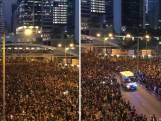 Duizenden demonstranten wijken voor ambulance  in Hong Kong