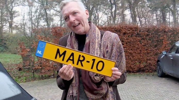 Martien Meiland met zijn kentekenplaat.