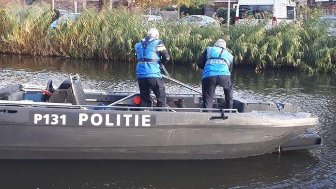 Specialisten van het Landelijk Team Onderwaterzoekingen hielpen de recherche bij de zoektocht naar spullen van Ichelle die nog niet terecht zijn.