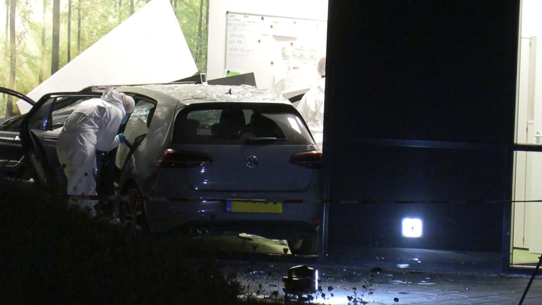 Onderzoek naar de gecrashte auto van Kelvin Maynard.
