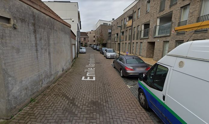 In de Emile Vandenbroeckstraat in Hoeilaart wordt vanaf maandag deels eenrichtingsverkeer ingevoerd.