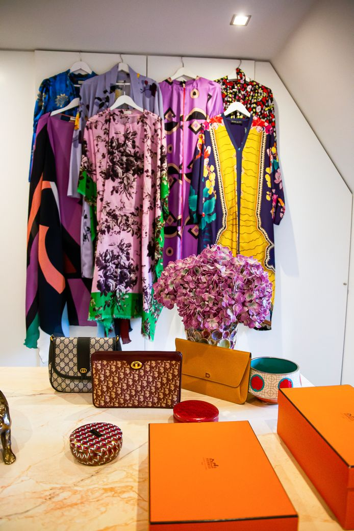 """Geef Birgit een kleurrijke kimono of kaftan en ze is tevreden. """"Het ultieme zomergevoel""""."""