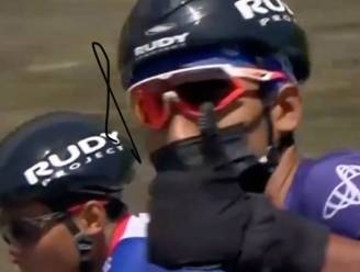 Renner rijdt etappe in Ronde van Turkije met winterhandschoenen, een mondmasker en... korte mouwen