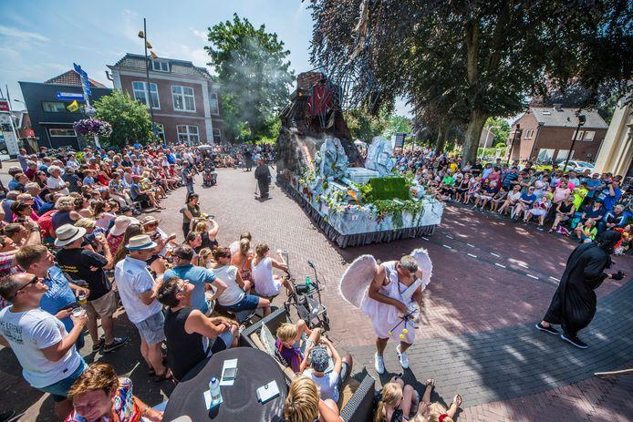 Dit jaar opnieuw geen grote Allegorische optocht met het School & Volksfeest in Goor vanwege corona. Twee biertjes van de Twentsche Stadsbrouwerij Goor  moeten die pijn verzachten: Skoolfeesbier en Stoombier,