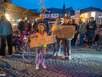 """150 fietsers voeren actie tegen tweerichtingsverkeer op de Kaaien: """"Het wordt een steenweg, fietsende kinderen zijn de dupe"""""""