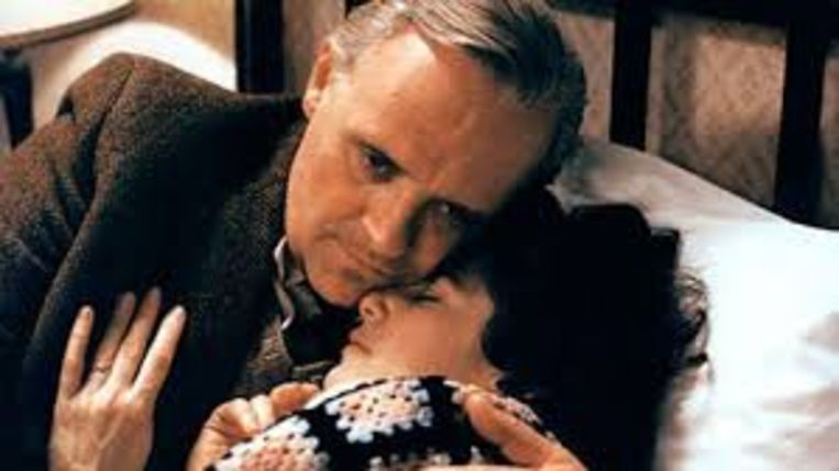 Anthony Hopkins en Debra Winger in 'Shadowlands'. Beeld