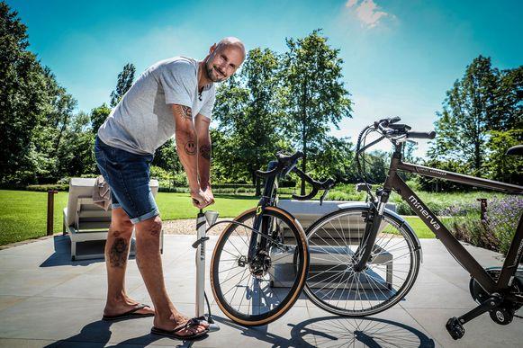 """""""Op zich vind ik een e-bike wel heel leuk en nuttig. Als je 30 kilometer naar je werk moet, ben je er wellicht sneller dan met de wagen, en je vindt altijd parkeerplaats."""""""