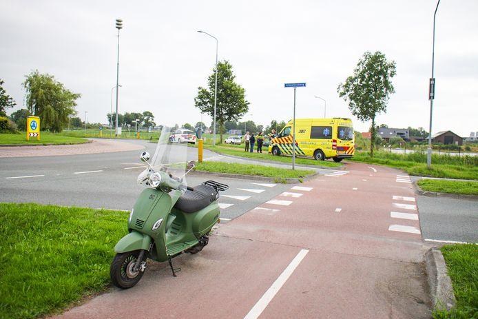 Een scooterrijder is gewond geraakt bij een botsing op de Arkemheenweg.