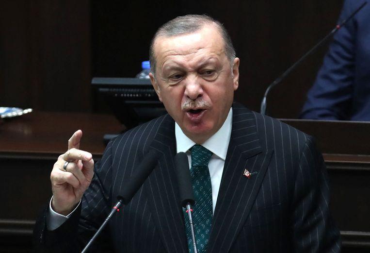 De Turkse president Recep Tayyip Erdogan tijdens een toespraak in het parlement. Beeld AFP