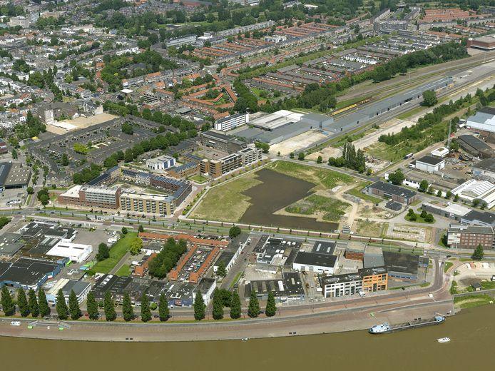 De open plek tussen Westervoortsedijk en Van Oldenbarneveldtstraat in Arnhem waar het Gashouderskwartier moet verrijzen.