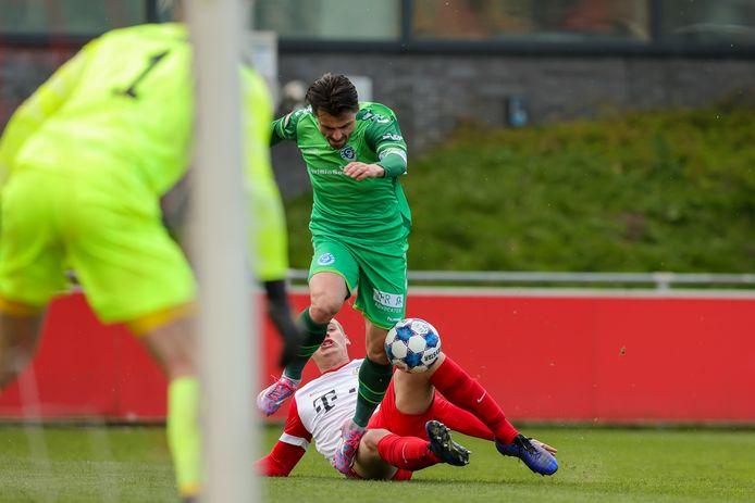 De Graafschap-aanvaller Daryl van Mieghem is op weg naar de 0-1.