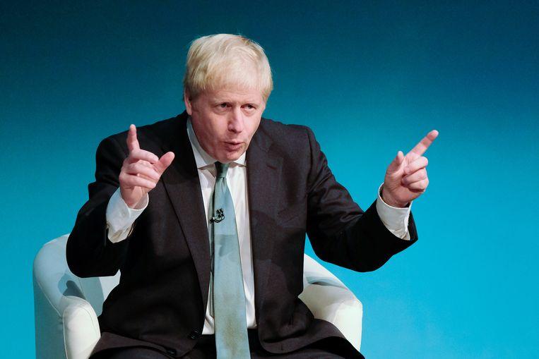Boris Johnson heeft de lachers op zijn hand en probeert zo leden van zijn Conservatieve Partij te overtuigen dat ze voor hem moeten kiezen in de strijd om het leider- en premierschap. Beeld Getty Images