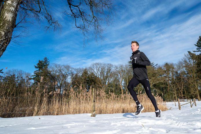 Atleet Joeri Wolf een kleine twee maanden geleden in de vrieskou op landgoed Warnsborn in Arnhem.