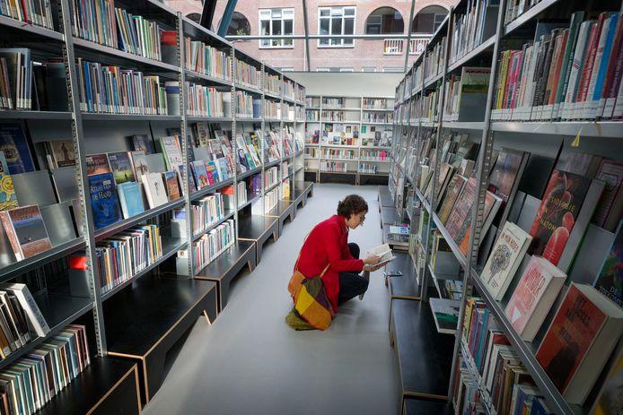 De bibliotheek in Breda in drukkere tijden.