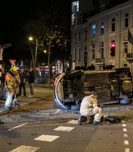 Auto op zijkant bij ongeluk Arnhem, één aanhouding