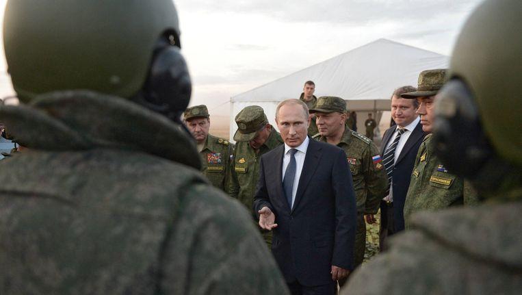 De Russische president Poetin ontmoet militairen van luchtmacht Beeld ap