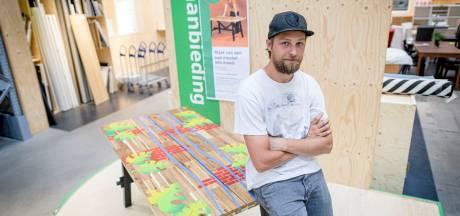 Alwin uit Vriezenveen pimpt meubels van Ikea, in opdracht van Ikea: 'We gooien te snel weg, zo kan het ook'