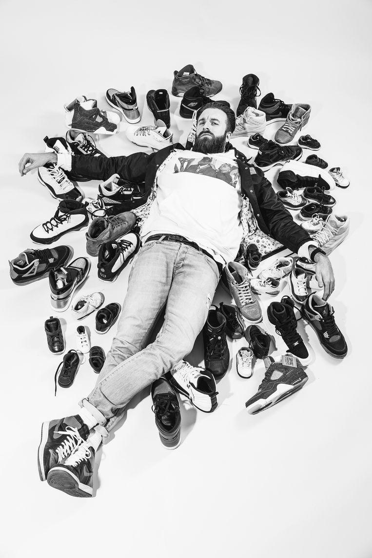 Willem Lecluyse (34), verzamelde 150 paar Jordans voor zichzelf en 60 paar voor zijn zoontje van 3. Beeld Jef Boes