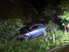 Auto vliegt uit de bocht en botst tegen woning, bestuurder (24) had gedronken