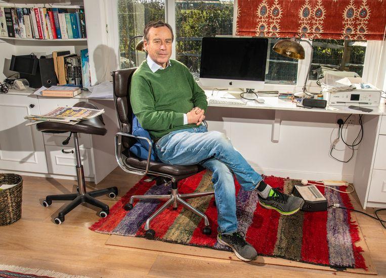 Lionel Barber in zijn werkkamer. Beeld Alexander Coggin