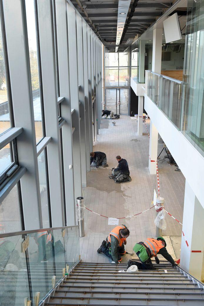 Werk aan het nieuwe stadhuis is nog in volle gang. Archiefbeeld.