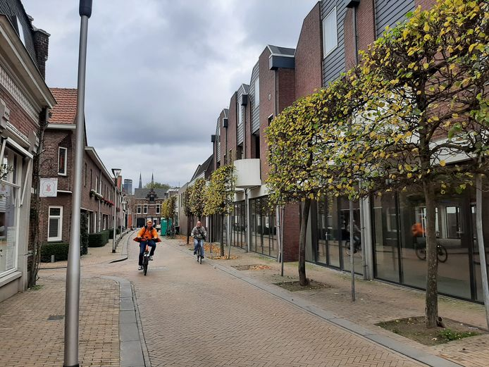 Op rechts de ruimte die het college op het oog had voor de fietsenstalling aan de Langestraat/Korte Tuinstraat. De bewoners hebben nu zelf een alternatieve locatie aangedragen. Die ligt iets verderop.