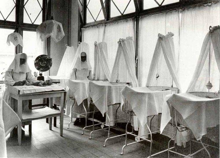 Zuigelingenafdeling in Stichting Moederheil, gefotografeerd tussen 1930 en 1935. Beeld Collectie Stadsarchief Breda