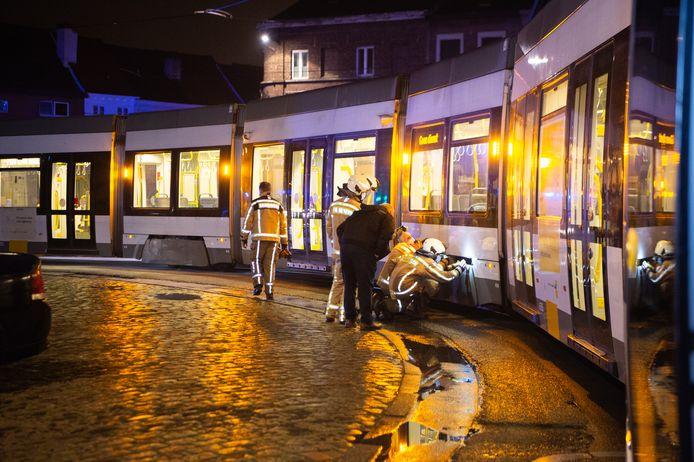 GENT - Neuseplein - Kleine brand aan wielen van de tram