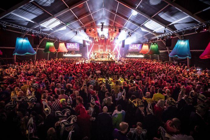 Bijna 3000 bezoekers bijeen tijdens het jubileumfeest van van De Kadolstermennekes in Oldenzaal vorig jaar.
