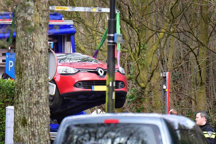 De Renault Clio die na uren zoeken werd gevonden.