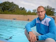 Badmeester Youri Roolvink bij met beetje verkoeling in Eibergen: 'Zwemmen is gewoon gezond!'